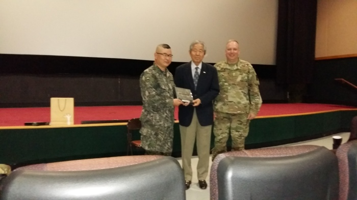 MAJ Kim (left) and me (right) with MG Ryu (center)