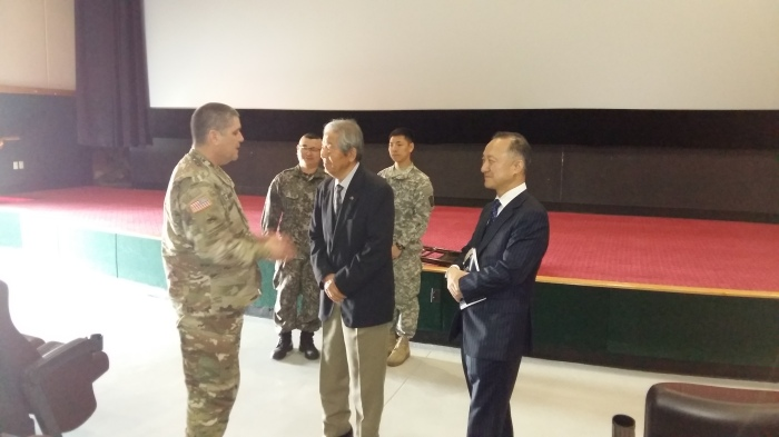 The INSCOM Chaplain (left) talking to MG Ryu about his experiences